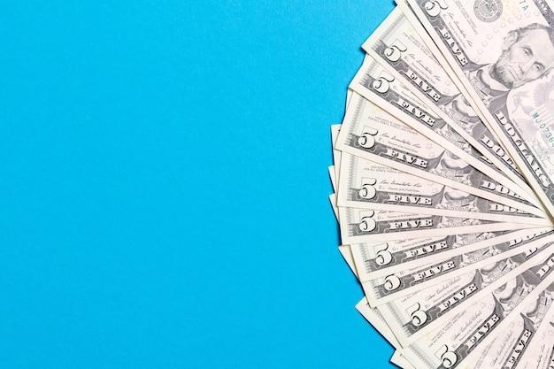 Us-dollar: unordentlicher fan verschiedener us-dollar-scheine