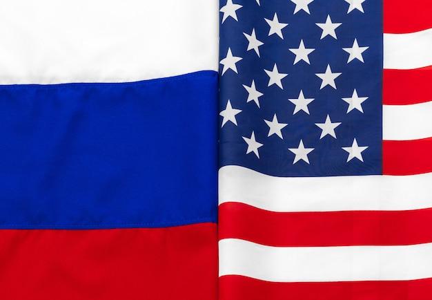 Usa amerikanische flagge und russische flagge zusammen