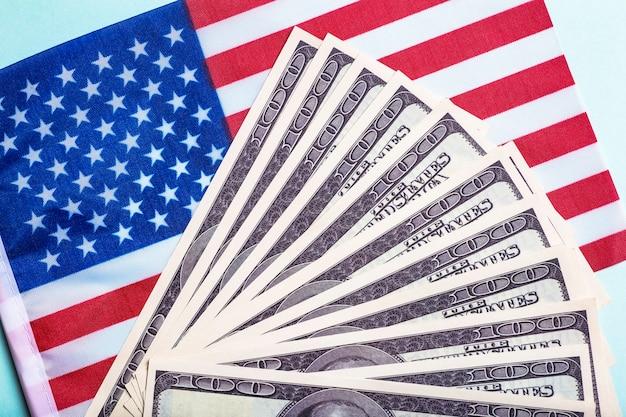 Usa-dollar-hintergrund amerikanischer rettungsplan usa-hilfsprogramm stimulus-check und akt des konzepts geldgeschäftsgewinn und lebensunterhalt idee hochwertiges foto