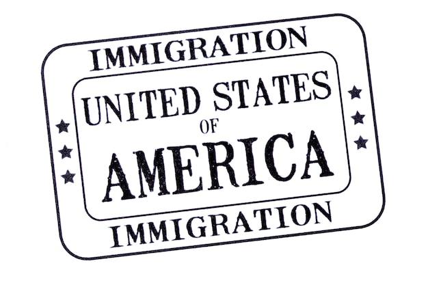 Usa-einwanderungsvisum-dokumentsstempel lokalisiert auf weißem hintergrund