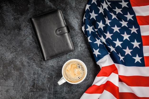 Usa flagge auf grauem hintergrund