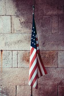 Usa flagge in dramatischen farben.