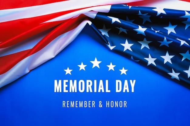 Usa-gedenktag und unabhängigkeitstag-konzept, flagge der vereinigten staaten von amerika auf blauem hintergrund