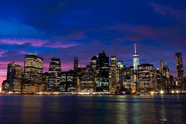 Usa. new york city. abend über manhattan