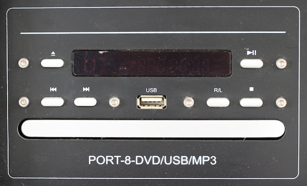 Usb-anschluss des audiogeräts mit lautsprecherpanel