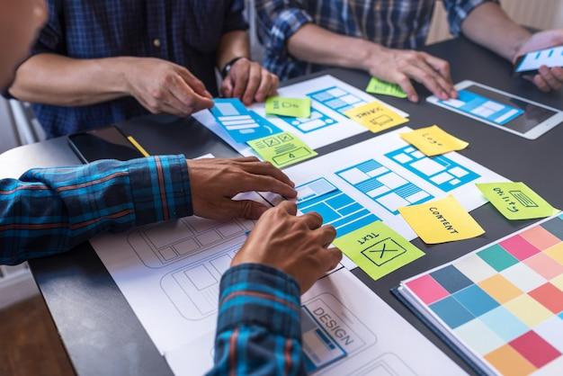 User experience-programmierung prototyp-design eines neuen mobilen drahtgitter-layouts für benutzerfreundliche benutzerfreundlichkeit.