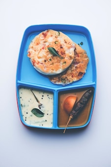 Uttapam oder uthappam sambar chutney in brotdose oder tiffin