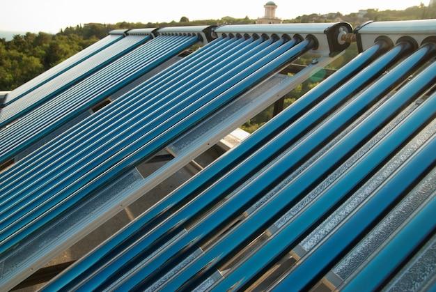 Vakuum solarwasserheizung auf dem hausdach.