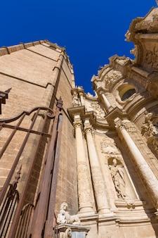 Valencia kathedrale und miguelete in plaza de la reina