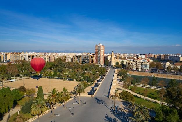 Valencia skyline luftbild serranos brücke