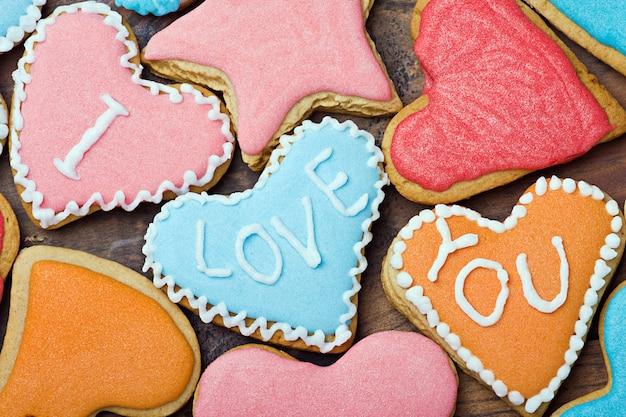 Valentine cookies mit den worten ich liebe dich