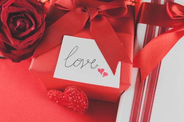 Valentines geschenke und rosen