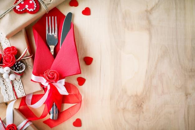 Valentinsgrußszene mit liebeselementen