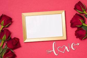 Valentinsgrußtag, leerer Rahmen, romantischer nahtloser roter Hintergrund, Geschenk, rote Rosen