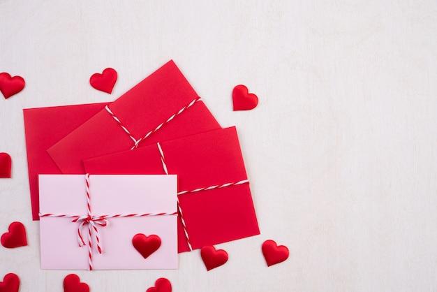 Valentinsgrußtag und liebeskonzepthintergrund.