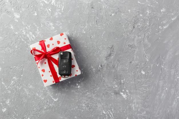 Valentinstag fröhliches geschenk mit autoschlüsseln