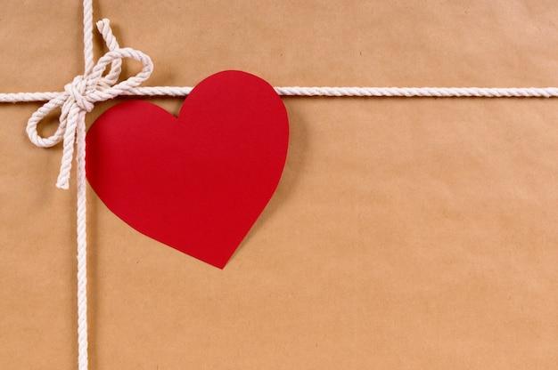 Valentinstag geschenk mit geschenk-tag