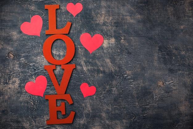 Valentinstag hintergrund mit buchstaben liebe
