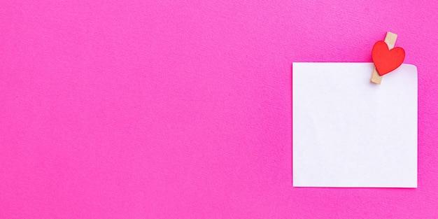 Valentinstag hintergrund mit leerer karte oder notiz