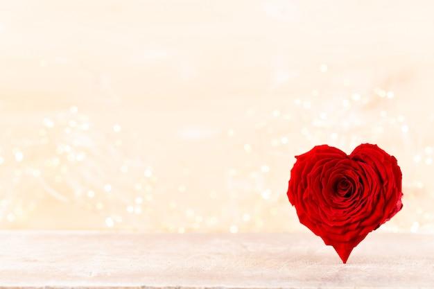 Valentinstag hintergrund mit roten rosenherzen. großartige karten.