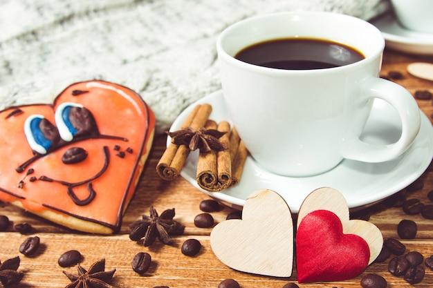 Valentinstag konzept kaffee und zwei herzen