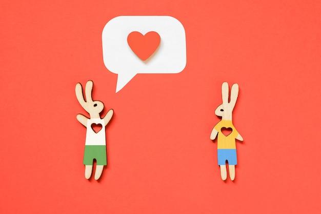 Valentinstag lgbt konzept paar kaninchen, ein junge und ein junge, mit herzen