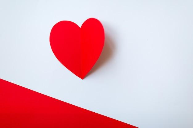 Valentinstag mit rotem herzen