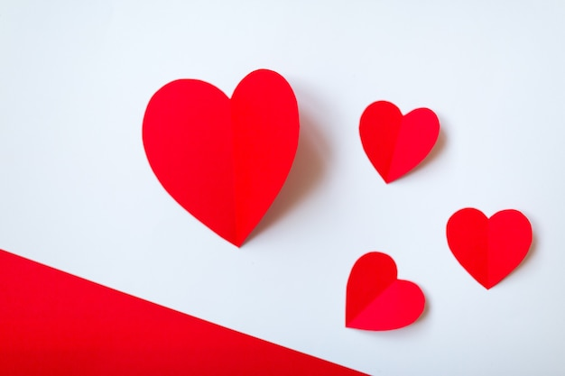 Valentinstag mit roten herzen