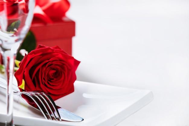 Valentinstag oder romantisches abendessenkonzept, abschluss oben