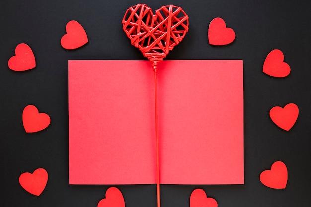 Valentinstag papier mit herzen