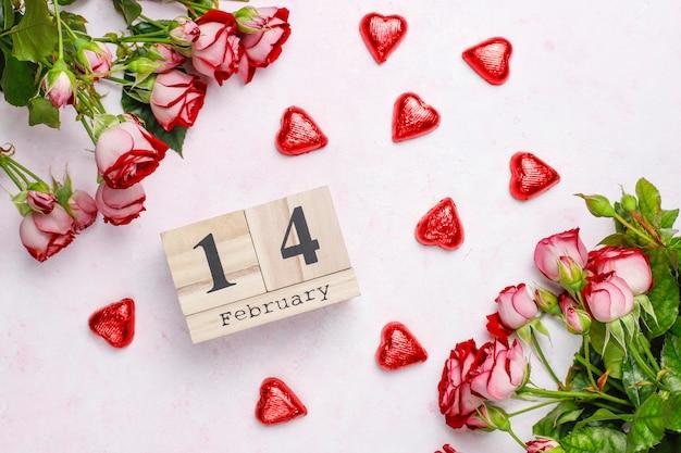 Valentinstaghintergrund, valentinstagkarte mit rosen, draufsicht