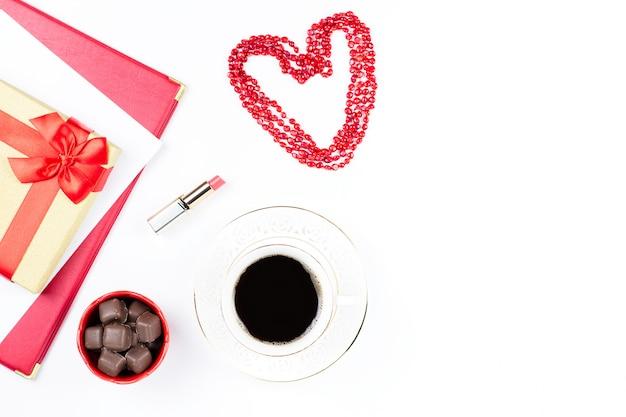 Valentinstagkaffeegetränk, geschenkbox, süßigkeiten