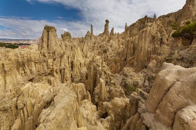 Valle de la luna in la paz, bolivien. ungewöhnliche naturlandschaften schöner ort