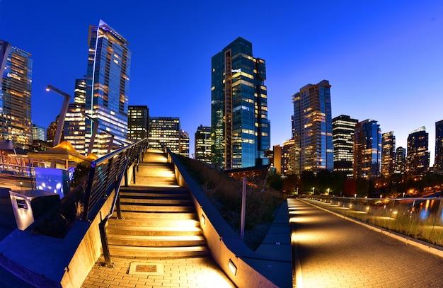 Vancouver-skyline bei sonnenuntergang, britisch-columbia, kanada