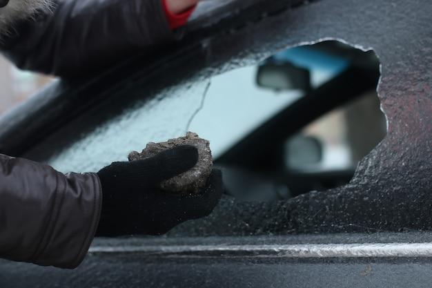 Vandalismus wintermann hat das glas des autos ein wenig zerbrochen