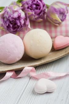 Vanille- und erdbeerbadebomben
