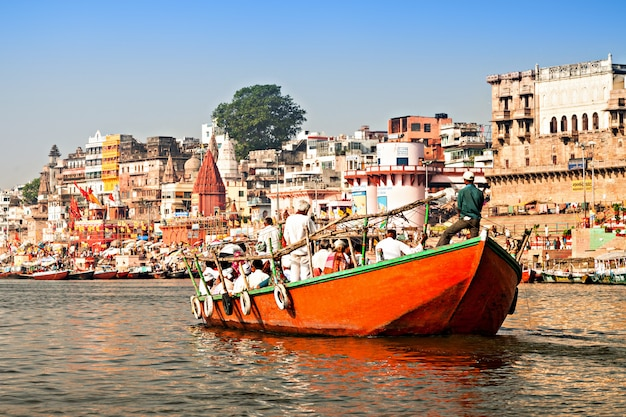 Varanasi ghats in der indischen landschaft