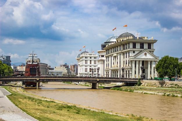Vardar fluss in skopje, mazedonien