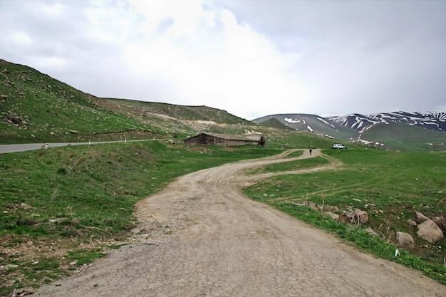 Vardenyats pass in bergen des kaukasus, armenien