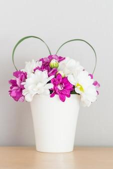 Vasenblume mit liebeszeichen