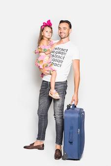 Vater und kind mit koffer