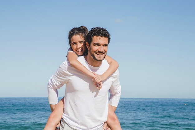 Vater und tochter an sommerferien