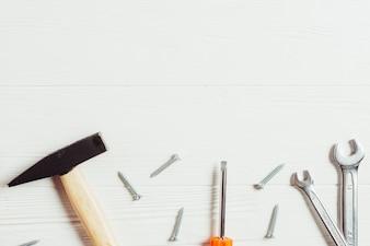 Vatertag-Konzept mit Werkzeugen und Exemplar