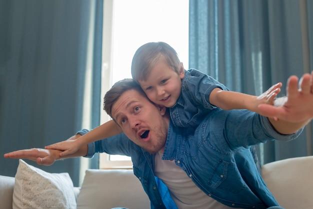 Vatertag verbringen zeit mit sohn konzept