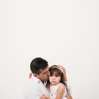 Vatertagskonzept mit glücklicher familie