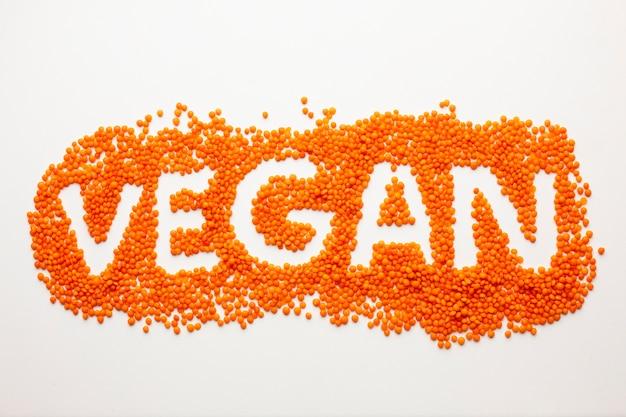 Vegane beschriftung der flachen lage auf weißem hintergrund