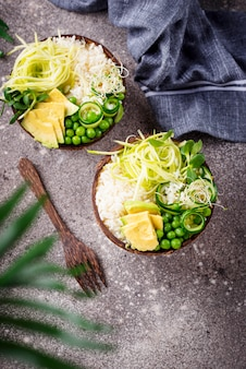 Vegane buddha-schüssel mit gemüse
