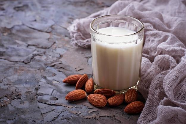Vegane mandelmilch ohne milchprodukte