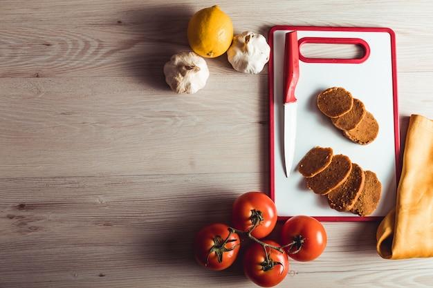 Veganes essen kochen. seitan ist veganes fleisch für veggie-burger