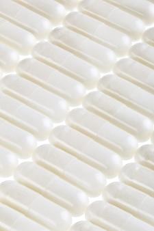 Vegetarische vitamin-c-kapseln für vegetarier. ascorbinsäure für den täglichen gebrauch.